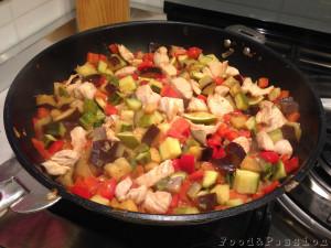 pollo con verdure padella