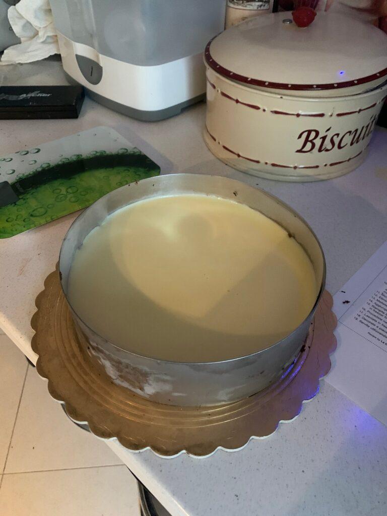 Torta mousse ai tre cioccolati composizione